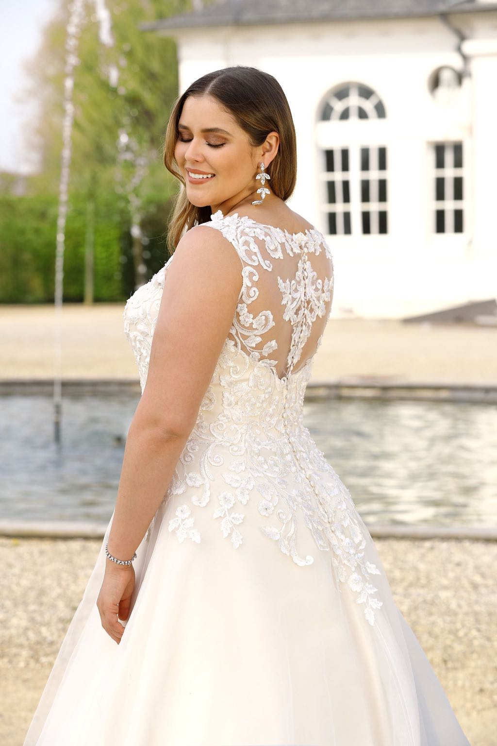 E R Wedding Fashion Bruidsmode Beverlo E R Wedding